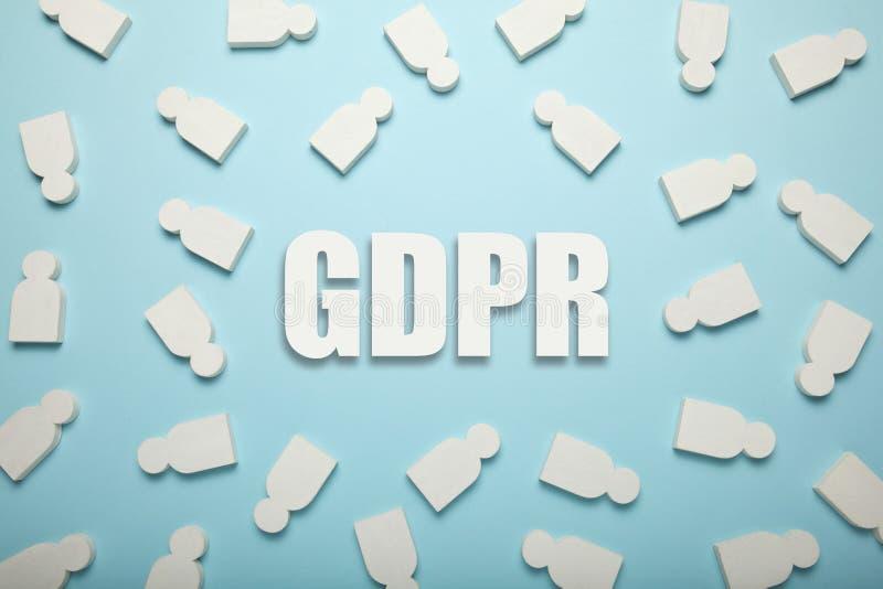 Белые диаграммы людей и надписи GDPR Общая регулировка защиты данных стоковые изображения