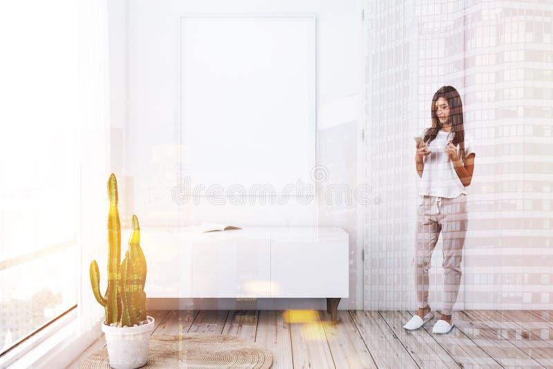 Белые живущая комната, шкаф и плакат, женщина стоковое изображение rf
