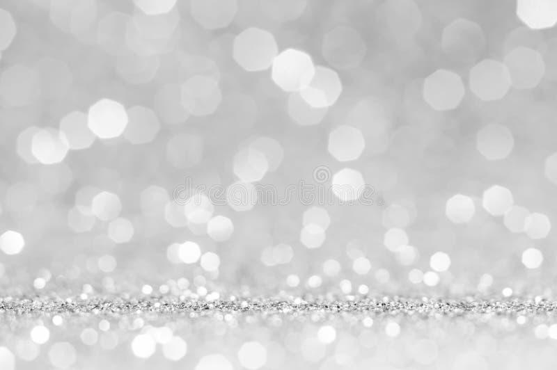 Белые или светлые - серое bokeh, предпосылка круга абстрактная светлая, светлая - серые сияющие света, сверкная блестящий день Св стоковые фото