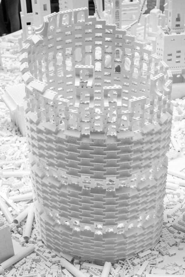 Белые кирпичи Lego в турбине Hall на Tate современном, Лондоне Великобритании Установка вызвана проектом Lego художником Olafur E стоковые изображения rf