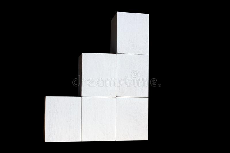 Белые кубы построены как графики дела статистики Диаграмма и диаграмма, отчет о данным по сети и представление, изолировали черно стоковая фотография rf