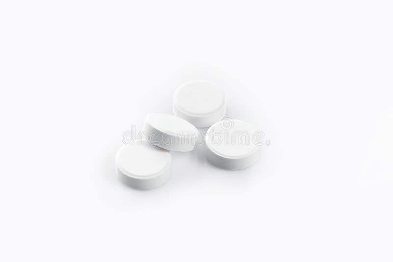 Белые медицинские пилюльки изолированные на белой предпосылке ишак Конец-вверх стоковая фотография rf