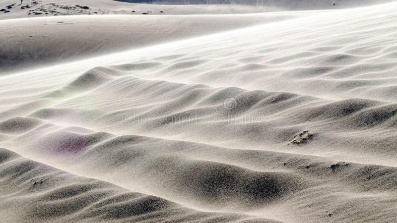 белые пустыня и озеро песчанной дюны в Ne Mui, Вьетнаме, юговосточном как стоковое фото rf