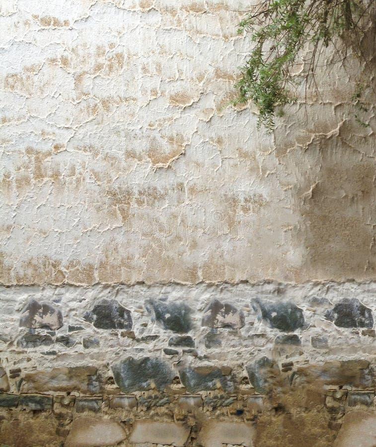 Белые серые волнистые линии деревенская тропическая картина текстуры на доме цемента и валунной породы азиатском традиционном ого стоковая фотография