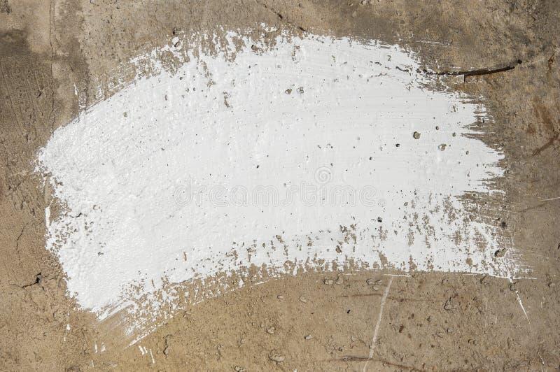 Белые ходы на стене grunge - абстрактный дизайн краски стоковая фотография