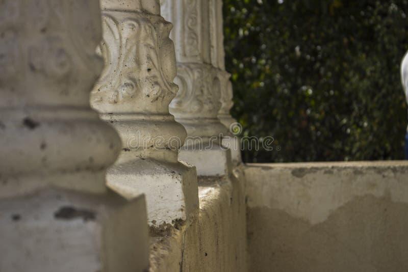 Белые штендеры в фокусе стоковое фото rf