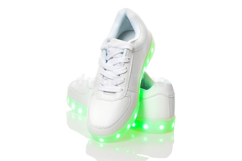 Белые sneackers со светлой подошвой приведенной стоковое изображение