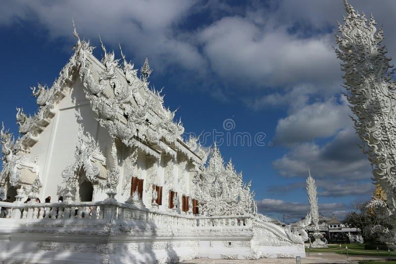 Белый висок как рай в вере в буддизме стоковые изображения