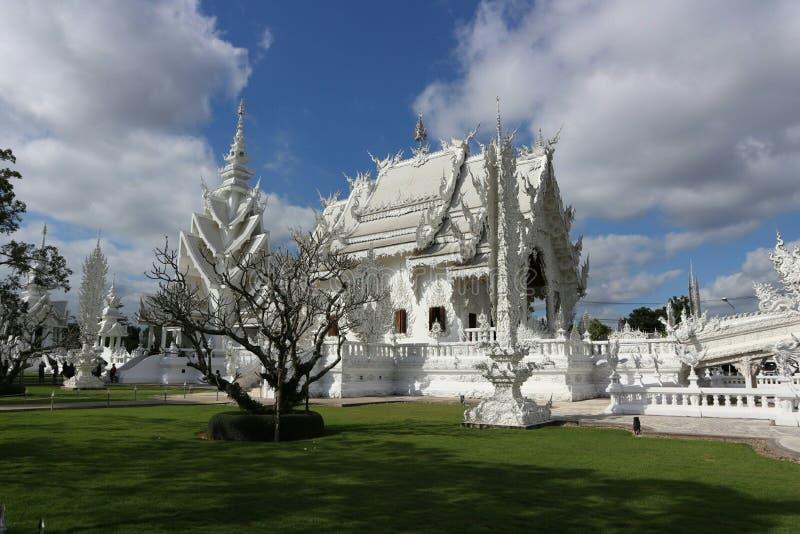 Белый висок как рай в вере в буддизме стоковые изображения rf