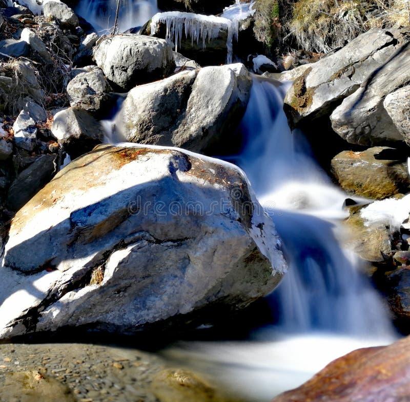 Белый водопад в Андорре стоковые изображения