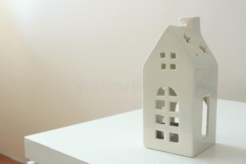 Белый держатель для свечи стоковые фотографии rf
