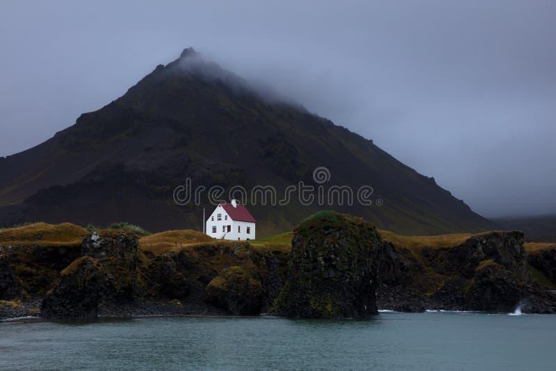 Белый Дом в Arnarstapi стоковая фотография rf