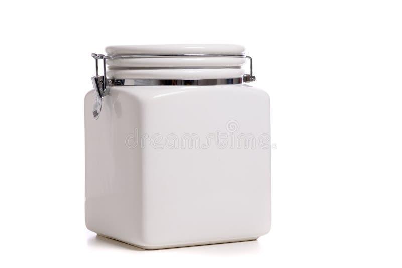Белый керамический cookie Jar на белом фоне с копировальным пространством стоковое фото rf