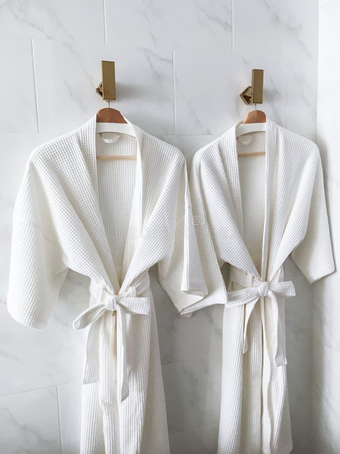 Белый купальный халат стоковое фото
