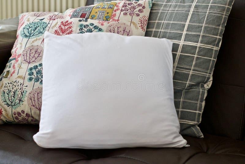 Белый малый модель-макет подушки стоковое изображение