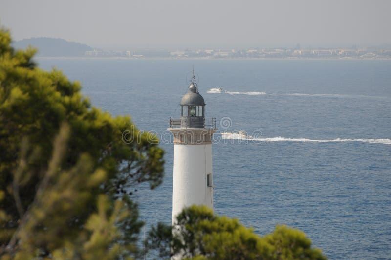 Белый маяк Es Botafoc в Ibiza Балеарских островах Soain стоковые фотографии rf