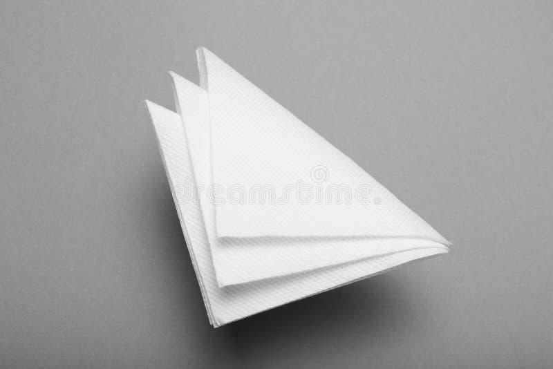 Белый модель-макет салфетки бара, чистый бумажный serviette стоковая фотография rf