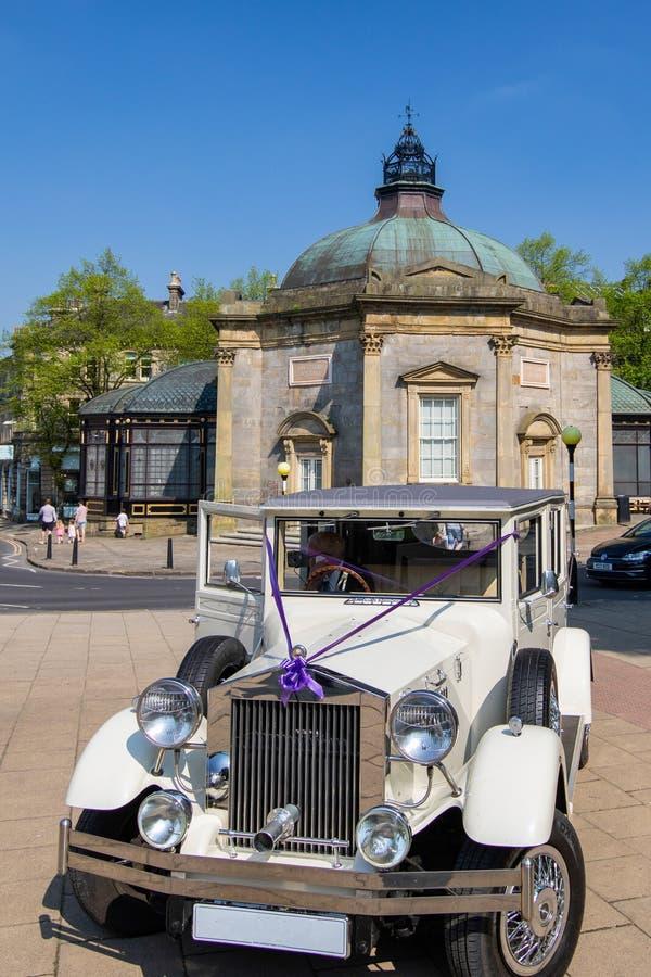 Белый ретро автомобиль свадьбы Rolls Royce стиля стоковое фото rf