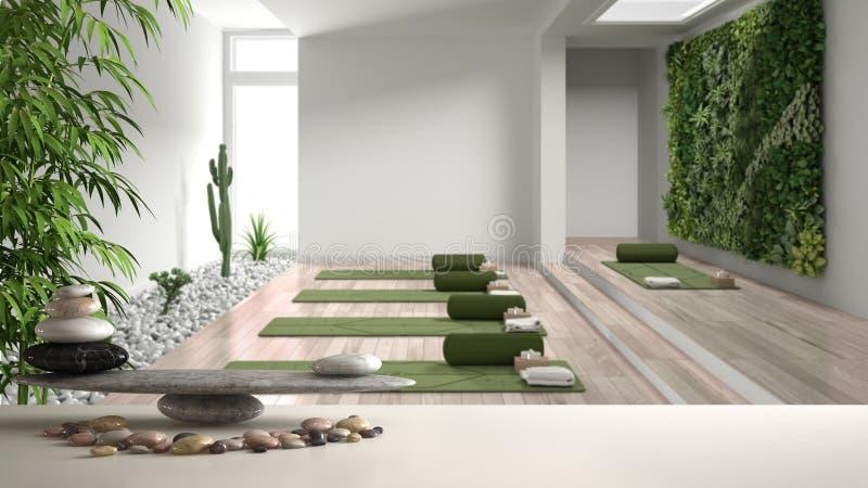Белый стол полка с балансом галька и 3d буквы, которые делают слово feng shui над студией йоги, вертикальный сад, готовые к йоге стоковые фото