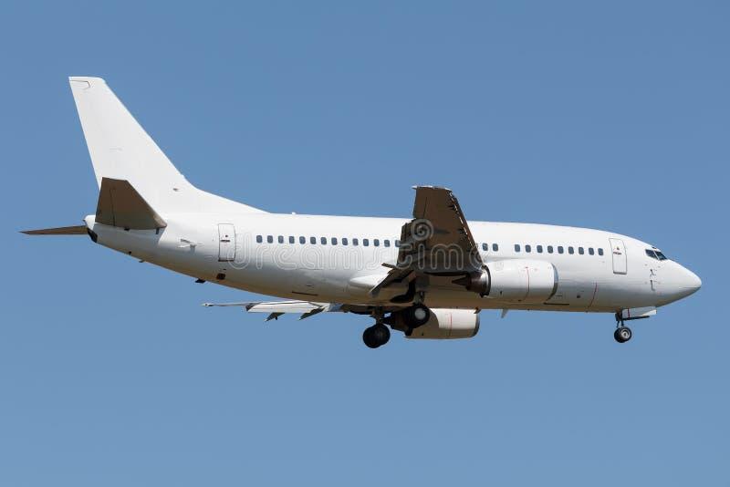 Белый узкий самолет двигателя тела стоковая фотография rf