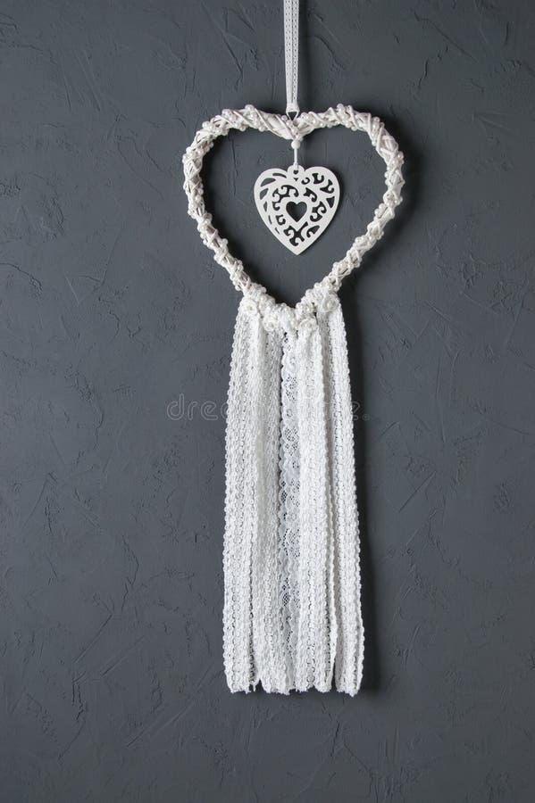 Белый улавливатель мечты шнурка сердца стоковые фотографии rf