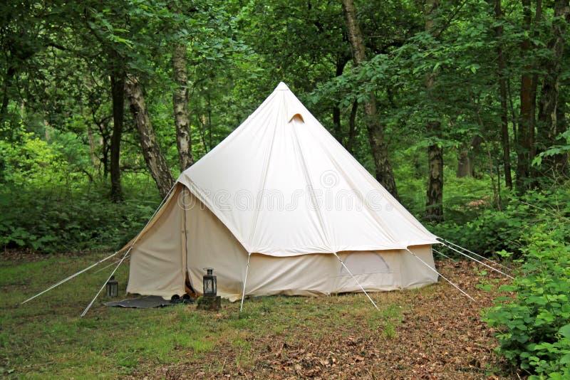 Белый шатер холста стоковая фотография