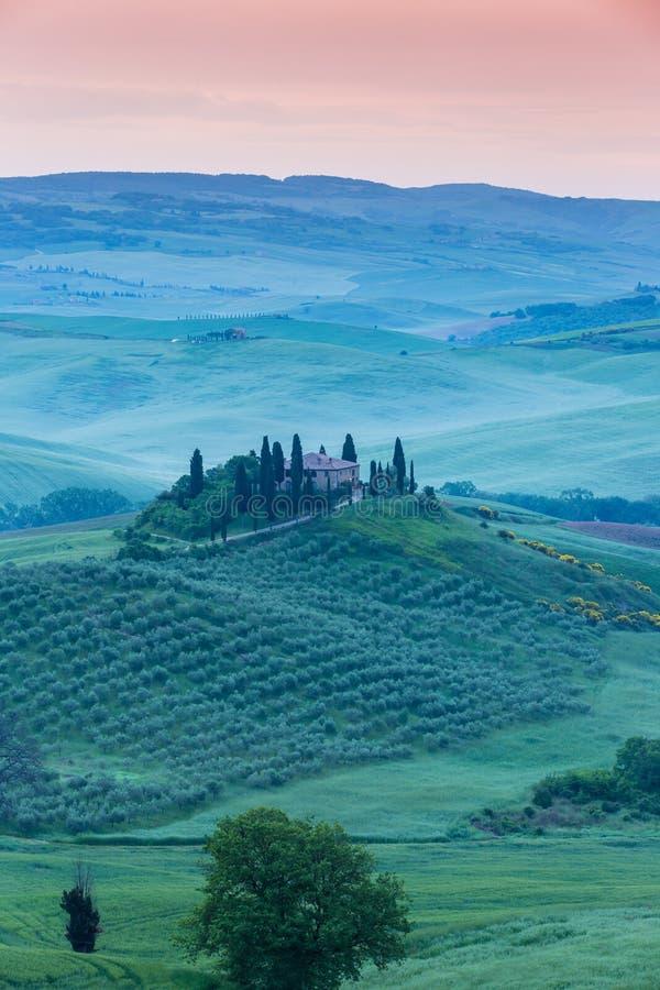 Бельведер виллы в ландшафте Тосканы утра стоковое фото