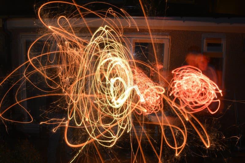 Бенгальские огни, на ноче костра стоковое изображение rf
