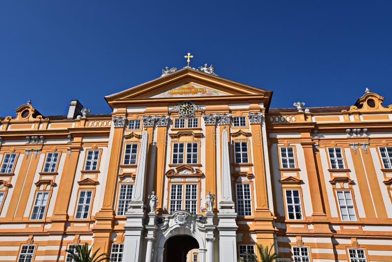 Бенедиктинское патио фронта Melk монастыря стоковые изображения