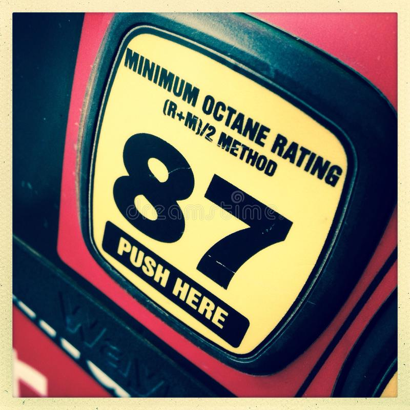 бензиновая колонка октана 87 стоковое фото