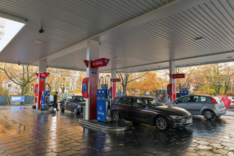 Бензоколонка нефти ESSO в Берлине, Германии стоковое изображение