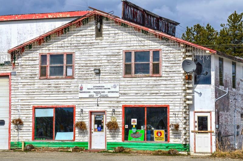 Бензоколонка, озеро Уотсон, Юкон, Канада стоковое изображение