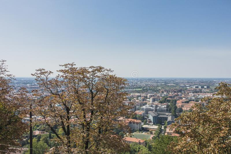Бергамо, взгляд от старого города стоковые фото