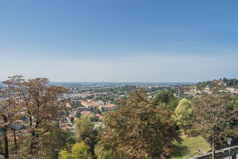Бергамо, взгляд от старого города стоковое фото rf