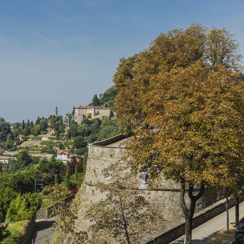 Бергамо, взгляд от старого города стоковое изображение
