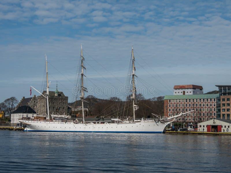 Берген, Норвегия март 2017 старое высокорослое schoolship Statsr плавания стоковые фото