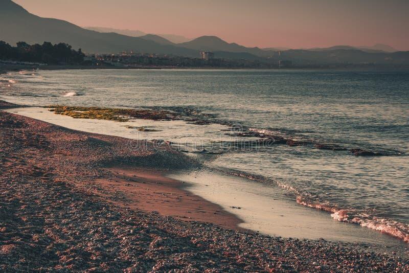 Береговая линия моря в вечере Alanya, Турция, Средиземное море стоковое фото