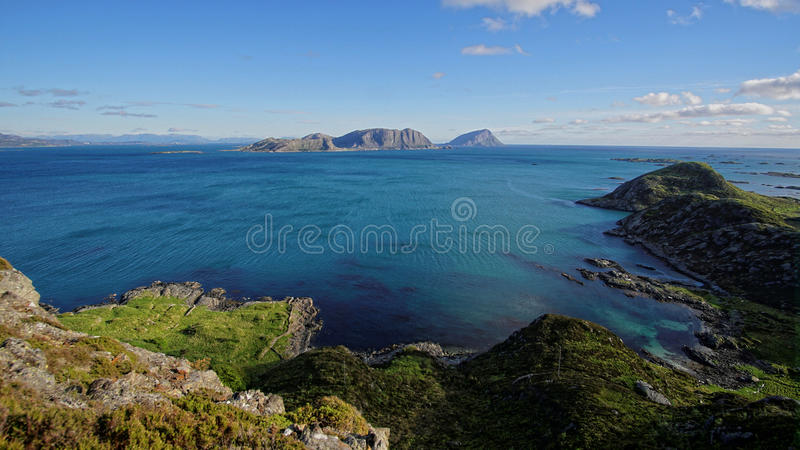 Береговая линия на Kalvag, Bremanger, Норвегии стоковое изображение rf
