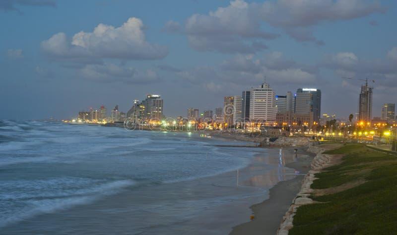 Береговая линия Тель-Авив в сумраке стоковое фото rf