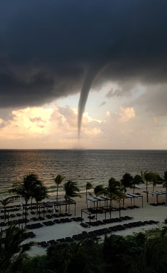 Береговая линия торнадо причаливая стоковая фотография