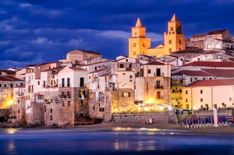 Береговая линия Cefalu, Сицилия, Италия стоковые фотографии rf
