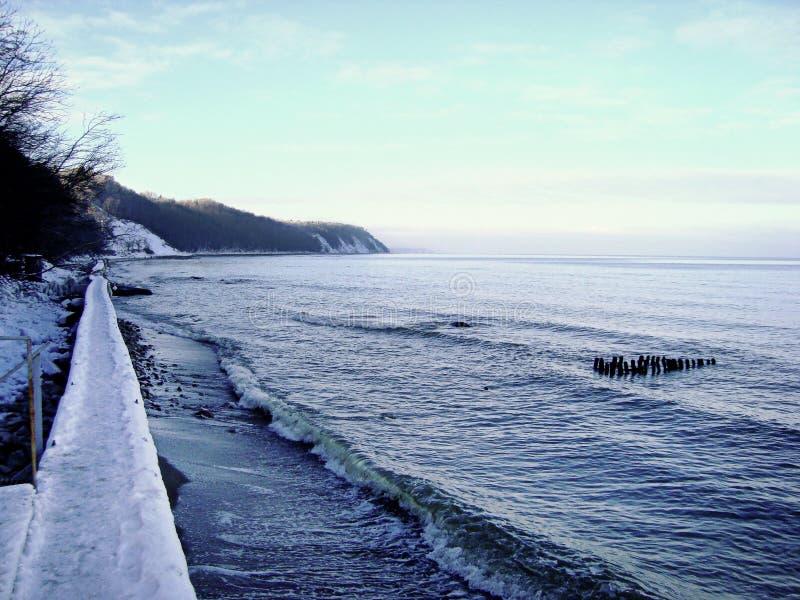 Берег Балтийского моря в зимнем времени стоковая фотография