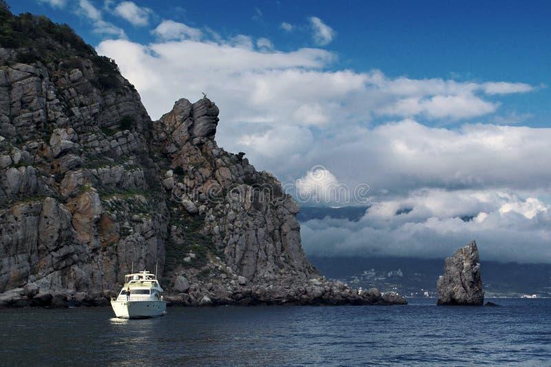 берег Крыма утесистый стоковые изображения rf