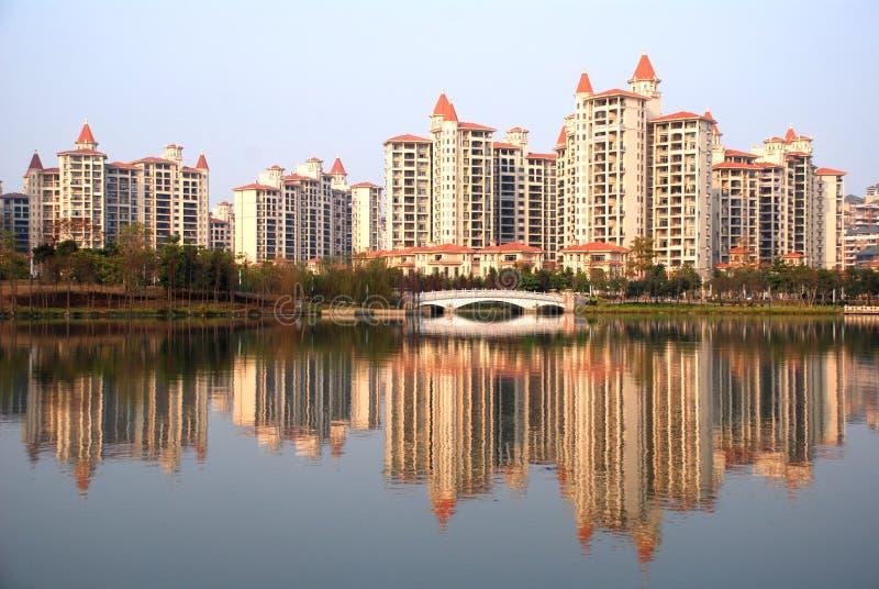 берег озера жилого квартала стоковая фотография rf