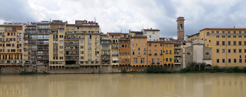 Берег реки реки Арно, Флоренса, Италии стоковые изображения