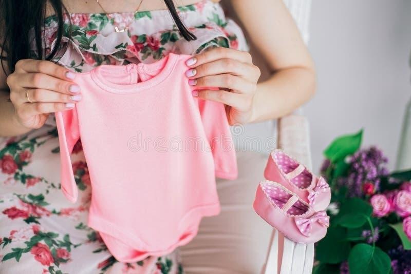 Беременная взрослая женщина стоковое фото rf