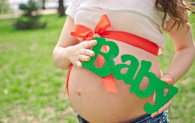 Беременная беременная женщина девушки стоковая фотография