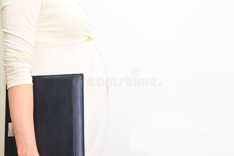 Download Беременная женщина на работе Стоковое Фото - изображение насчитывающей материнско, предпологать: 37925872