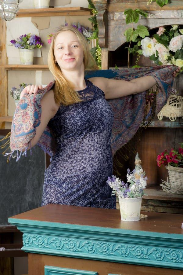 беременная женщина портрета стоковая фотография rf