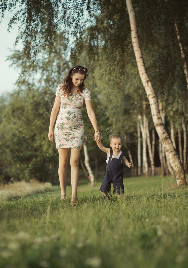 Фото ребенка с мамой беременной
